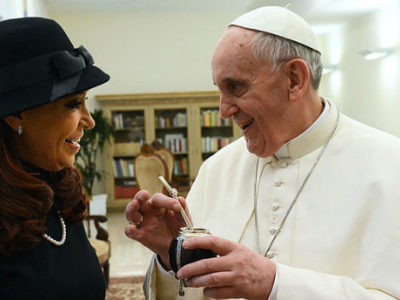 800px-Pope_Francis_with_Cristina_Fernandez_de_Kirchner_4