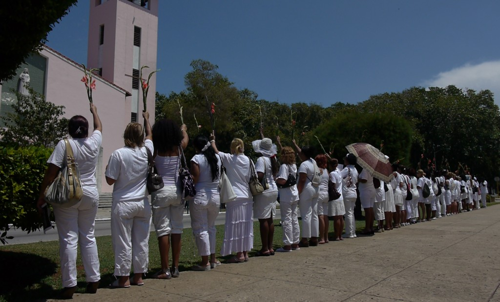 Cuban police arrested 10 members of the dissident group Ladies in White for trying to attend mass.
