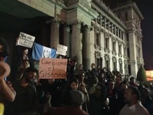 Guatemalans gathered in front of the National Palace of Culture demanded the resignation of President Otto Pérez Molina. (Gerardo Sánchez)