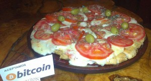In Antidomingo, diners can pay with bitcoin, and that includes pizza. (Daniel Alós)