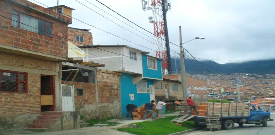 Second bombing in colombia sparks concerns of urban for Barrio el jardin cali colombia