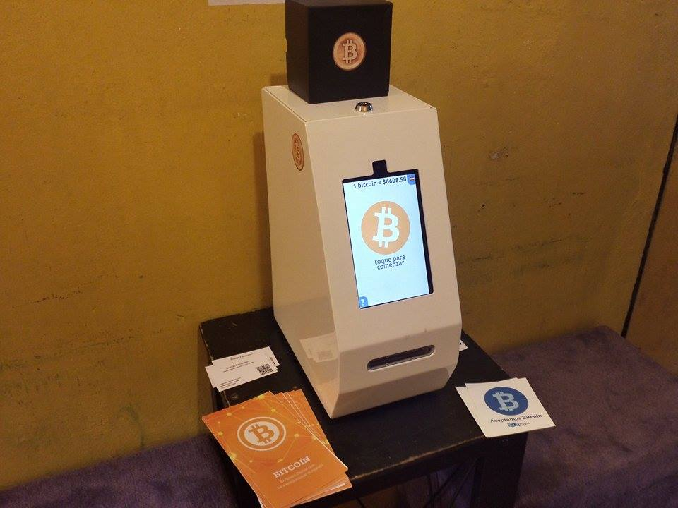 The first bitcoin ATM in Argentina is unidirectional. While one can buy bitcoin, it does not release pesos. (Daniel Alós)