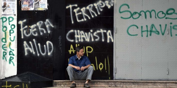 Chavismo supporters sprayed graffiti in the area around the National Assembly building in Caracas before the opposition officially took power of Congress.
