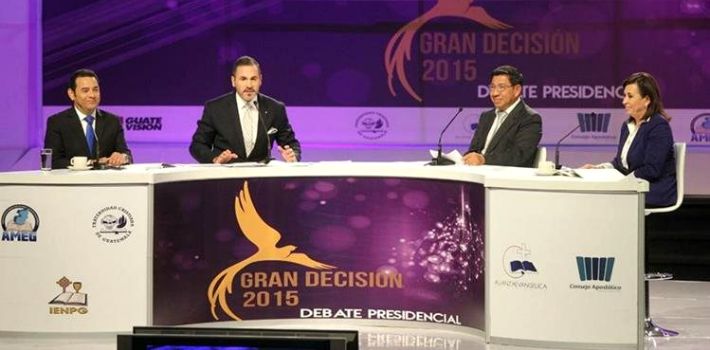 "Presidential hopefuls Jimmy Morales and Sandra Torres stuck to the script at their final debate before their runoff election on October 25. (<em><a href=""http://www.prensalibre.com/guatemala/decision-libre-2015/candidatos-se-encaran-por-ultima-vez"" target=""_blank"">Prensa Libre</a></em>)"