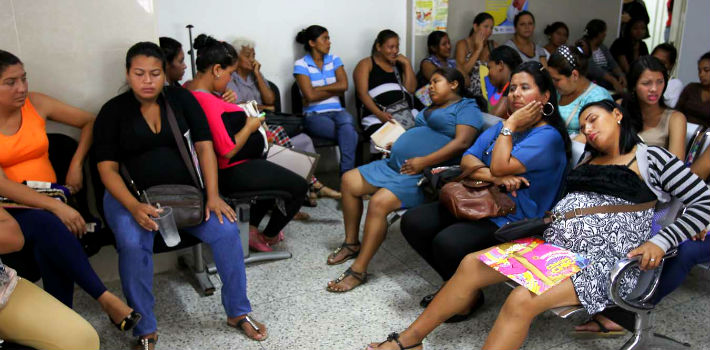 "Venezuelan women struggle to find diapers, baby formulas, and now birth control. (<em><a href=""http://www.apunto.com.es/la-gran-batalla-de-las-madres-en-venezuela-dar-a-luz/"" target=""_blank"">Apunto</a></em>)"