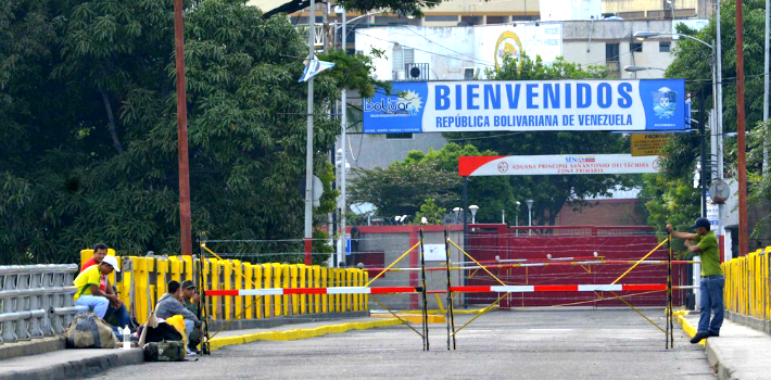 Nicolás Maduro's decision to close Venezuela's border with Colombia has been met with relative indifference by the Santos administration.