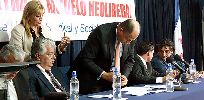 President of Costa Rica Luis Guillermo Solís has allied himself with Chavista political factions.