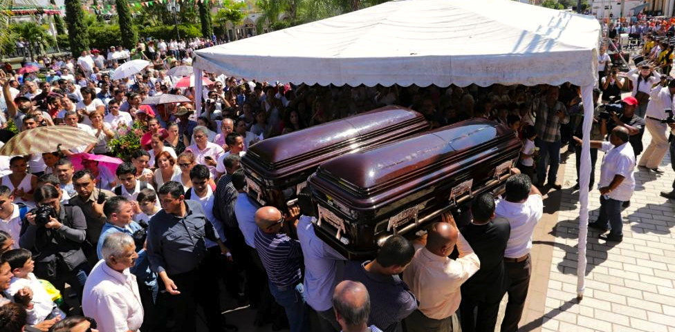 Close to 4,000 people attended the funeral of Mexican Congressman Gómez Michel and his assistant Heriberto Núñez.