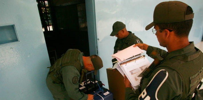 Criminal groups targeted army officers at at least three polling stations during the PSUV primaries