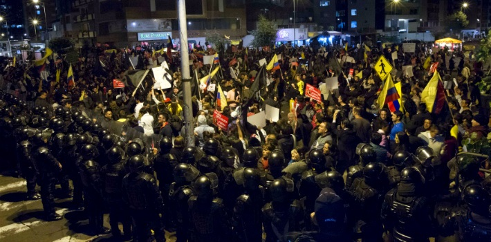 "Massive protests against the Correa administration went on for days throughout Ecuador. (<a href=""http://realidaddigital.com.gt/index.php/internacional"" target=""_blank"">Realidad Digital</a>)"