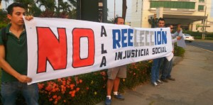 Activists gathered in San Pedro Sula on Sunday to protest against the Supreme Court's decision to legalize presidential reelection.