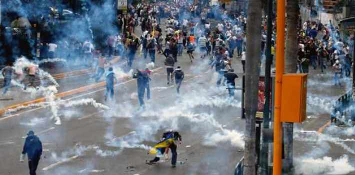 "<em>Testimonies of Repression</em> details the Venezuelan regime's crackdown on students in the 2014 protests. (<em><a href=""http://elvenezolanonews.com/sube-a-18-la-cifra-de-muertos-por-protestas-en-venezuela/"" target=""_blank"">El Venezolano</a></em>)"