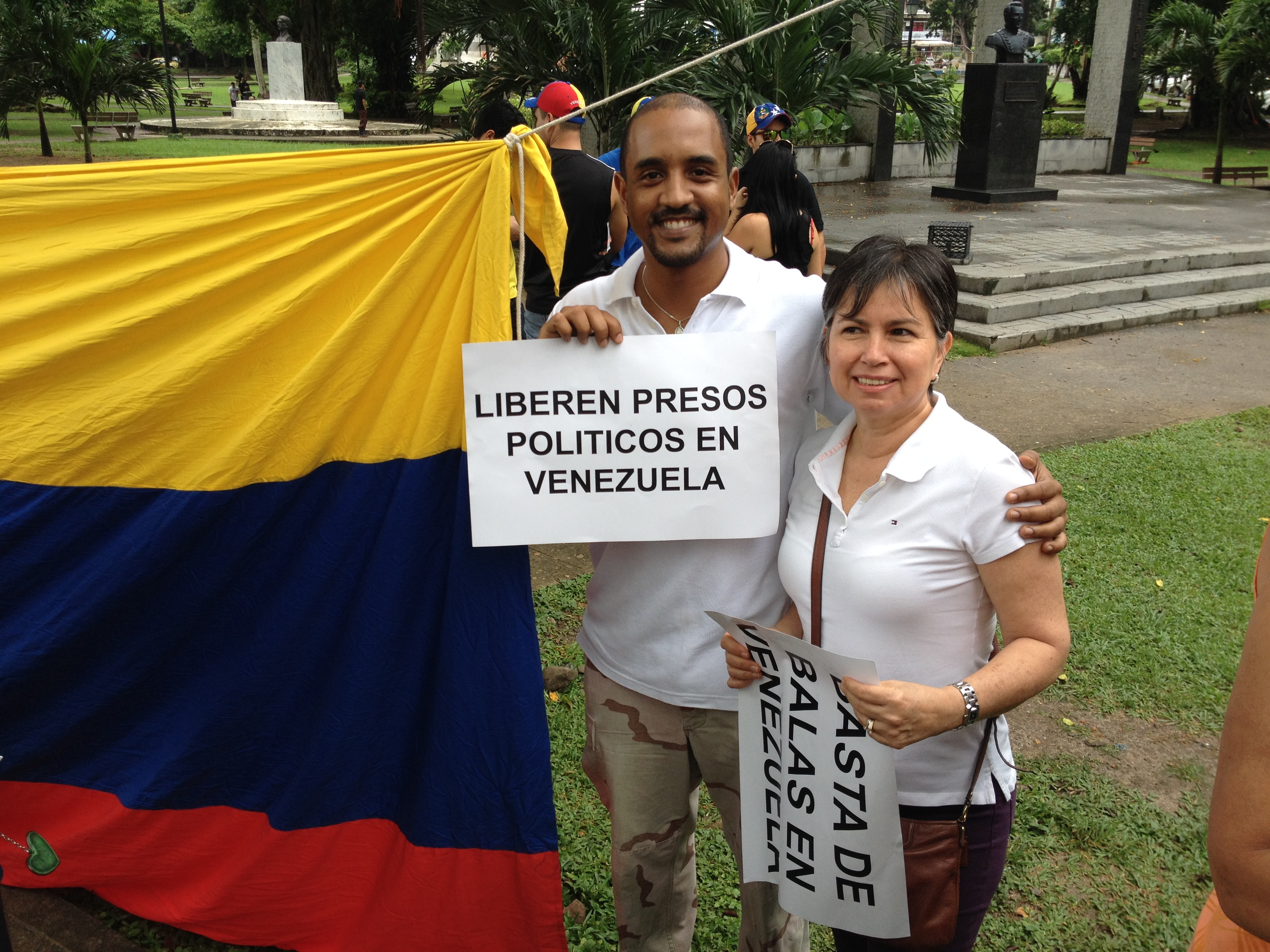 Panamanian Rey Feurtado participated in the demonstation against Maduro's repression in Venezuela