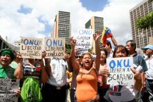 Demonstrators call on the Venezuelan government to release Leopoldo López and other political prisoners.
