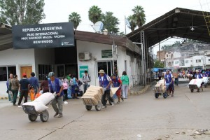 "Bolivians sweep the Argentinian shops in Salvador Mazza (<a href=""http://aerom.com.ar/compradores-bolivianos-invaden-salvador-mazza/"" target=""_blank"">Aerom</a>)"